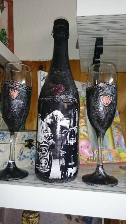 Любовно бяло вино с чаши Love me Kiss me