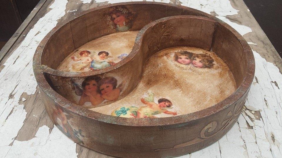 Поднос ангели от дърво с изключително удобна форма за поднасяне на слади и бонбони LOvely angels
